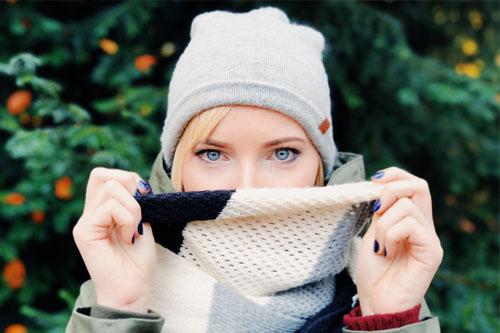 apply perfume on scarf